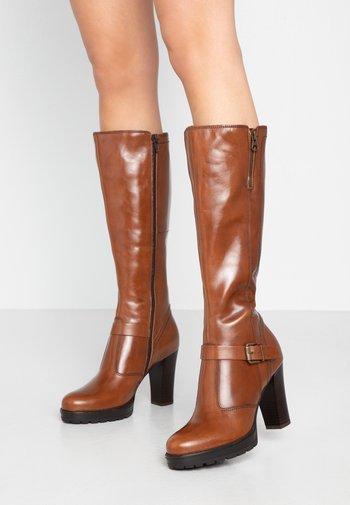 LEATHER BOOTS - Laarzen met hoge hak - cognac