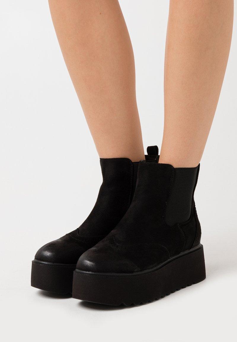 mtng - HIGH SCHOOL - Platform ankle boots - black