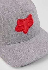 Fox Racing - TRANSPOSITION FLEXFIT HAT - Cap - grey - 2