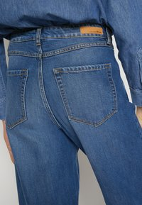 TOM TAILOR DENIM - BARREL MOM VINTAGE MIDDLE BLUE - Relaxed fit jeans - used mid stone blue - 6
