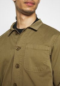 BY GARMENT MAKERS - WORKWEAR JACKET - Tunn jacka - oil green - 4