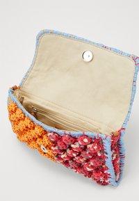 M Missoni - BAGUETTE TRACOLLA ZIG ZAG - Across body bag - orange/multicolor - 3