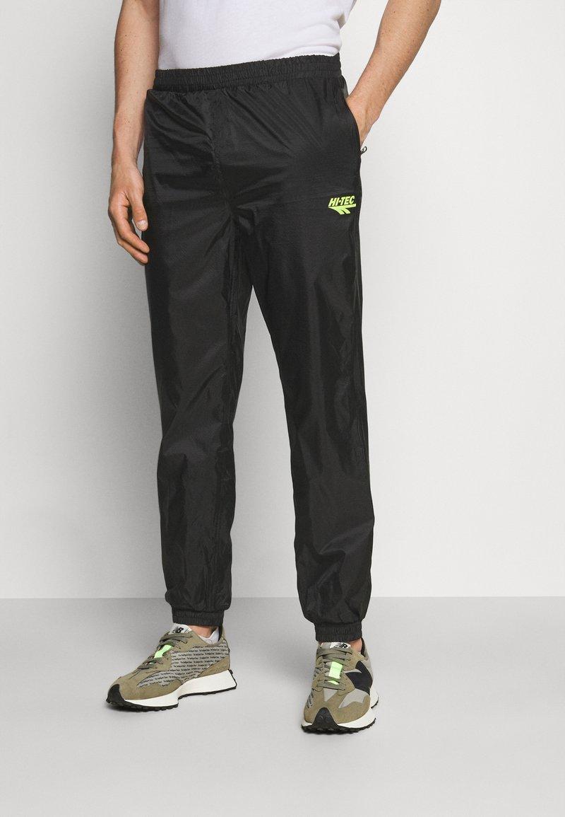 Hi-Tec - HUEY LIGHTWEIGHT TRACK PANTS - Trainingsbroek - black