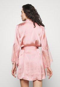 Hunkemöller - KIMONO - Dressing gown - rose tan - 2