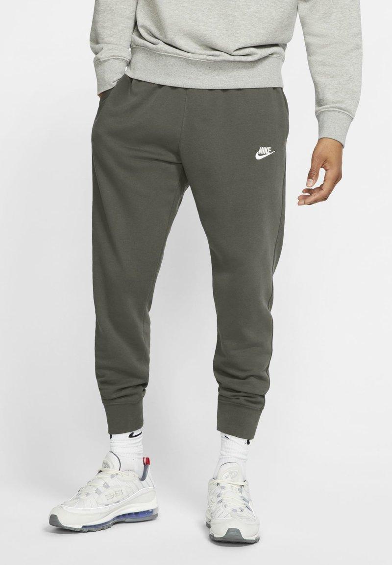 Nike Sportswear - CLUB - Tracksuit bottoms - twilight marsh/twilight marsh/white