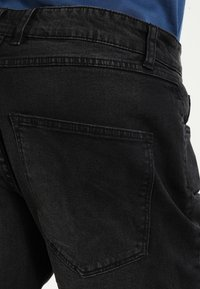 Redefined Rebel - OSLO DESTROY  - Denim shorts - sbit black - 3