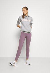 adidas Performance - Jersey con capucha - grey/pink - 1