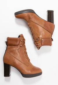 Anna Field Select - LEATHER PLATFORM ANKLE BOOTS - Platform ankle boots - cognac - 3