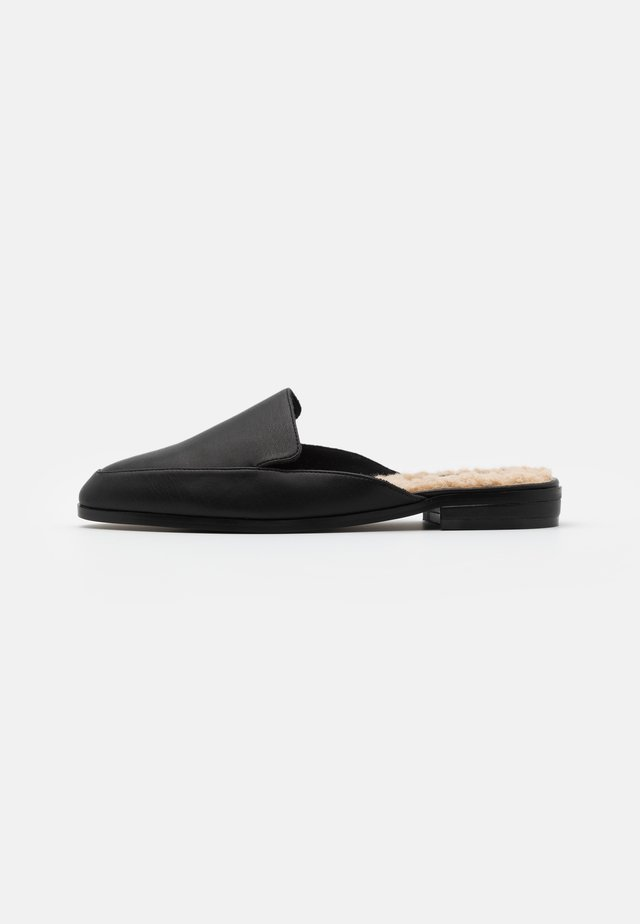 TEDDY BEDDED LOAFERS - Tofflor & inneskor - black