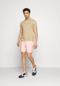 Polo Ralph Lauren - CLASSIC FIT PREPSTER - Shorts - peach - 1