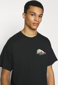 Mennace - HAVANA DRAGON REGULAR - T-shirt con stampa - black - 3
