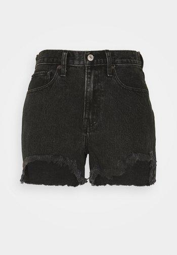 CURVE LOVE MID RISE BOYFRIEND - Shorts di jeans - black