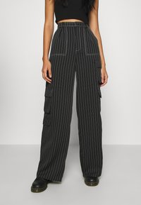 Missguided - PINSTRIPE WIDE LEG TROUSER - Kapsáče - black - 2