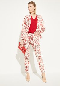 comma - MIT BLUMENMUSTER - Trousers - shell porcelain flower - 1