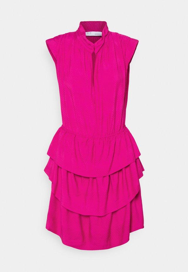 CALCIE - Korte jurk - fushia
