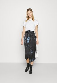 Never Fully Dressed - TIE DYE JASPRE SKIRT - Kynähame - navy - 1