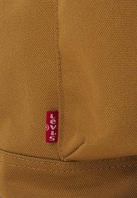 Levi's® - NAUTICAL BACKPACK UNISEX - Batoh - regular khaki - 5