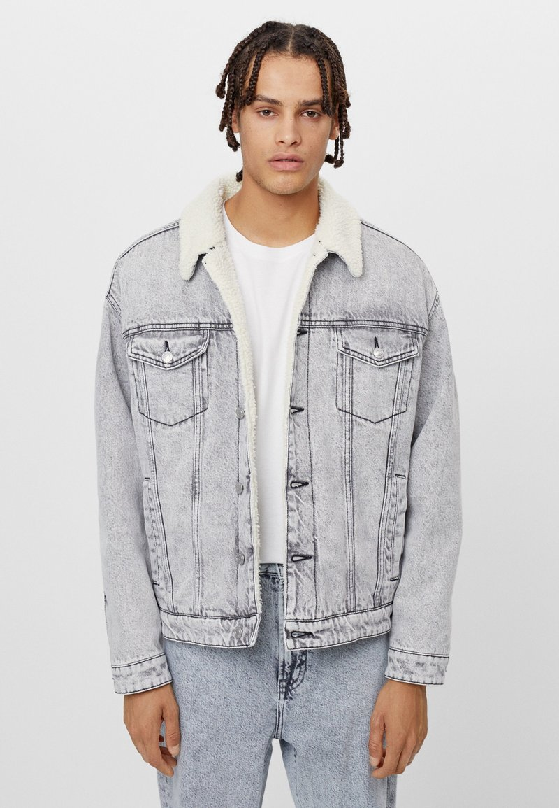 Bershka - MIT LAMMFELLIMITAT  - Denim jacket - grey