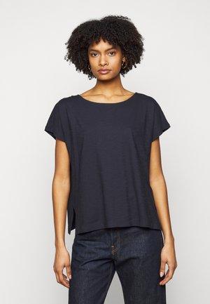 KIMANA - Jednoduché triko - blau