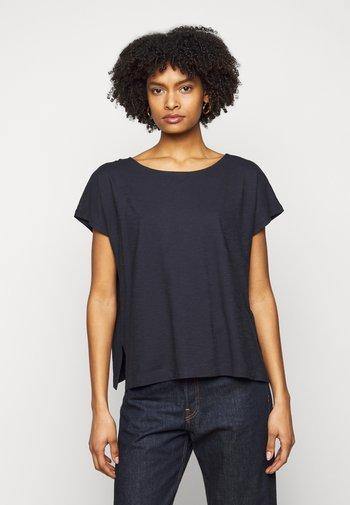 KIMANA - Basic T-shirt - blau