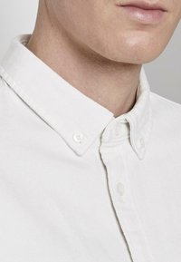 TOM TAILOR DENIM - MIT BRUSTTASCHE - Shirt - washed white - 4