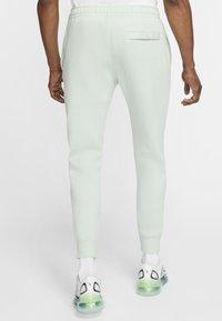 Nike Sportswear - CLUB - Tracksuit bottoms - pistachio frost/pistachio frost/white - 2