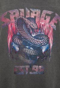 Missguided Plus - SAVAGE SNAKE - Print T-shirt - charcoal - 2