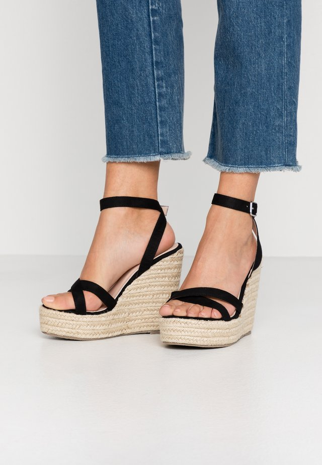 WIDE FIT ELISHA - Korolliset sandaalit - black
