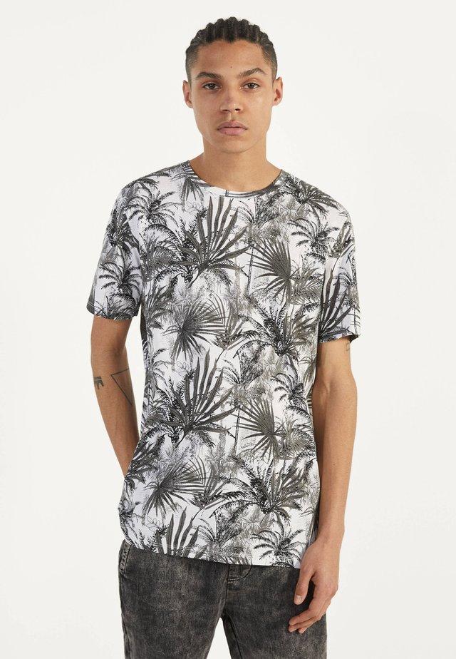MIT RUNDAUSSCHNITT  - T-shirt z nadrukiem - grey