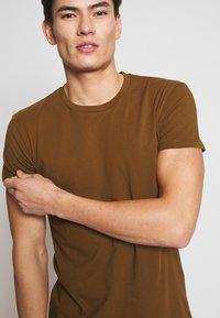 Samsøe Samsøe - KRONOS  - Basic T-shirt - brown - 5