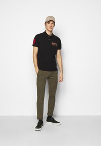 Polo Ralph Lauren - CUSTOM SLIM FIT TRIPLE-PONY POLO SHIRT - Koszulka polo - black - 1