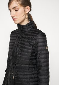 MICHAEL Michael Kors - BELTED - Down jacket - black - 5