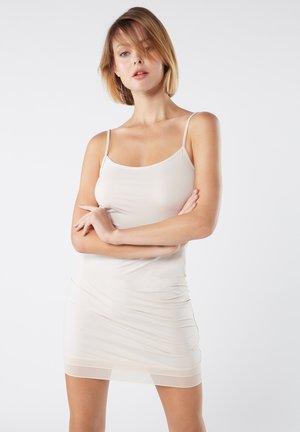 MIT VOLANT AUS  - Nachthemd - off-white