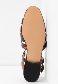 Topshop - OLIVE OPEN SHOE - Sandals - tortoise - 6