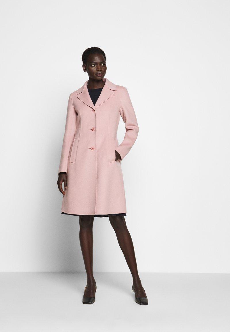 WEEKEND MaxMara - UGGIOSO - Klasický kabát - rosa