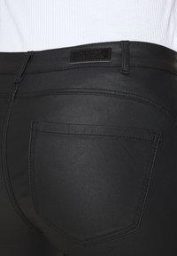 ONLY - ONYROYAL COATED PANT - Pantalon cargo - black - 5