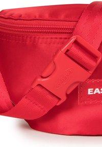 Eastpak - SPRINGER SATINFACTION - Bum bag - red - 3
