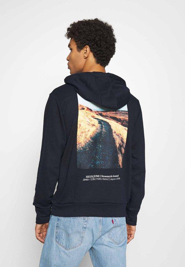 DESERT ROAD HOODIE - Sweater - navy