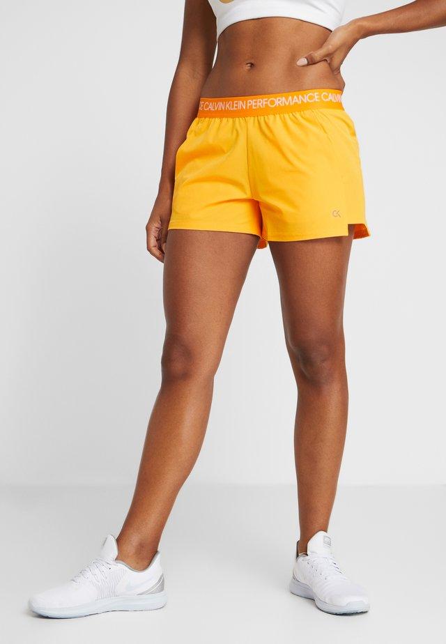 SHORTS - Urheilushortsit - orange