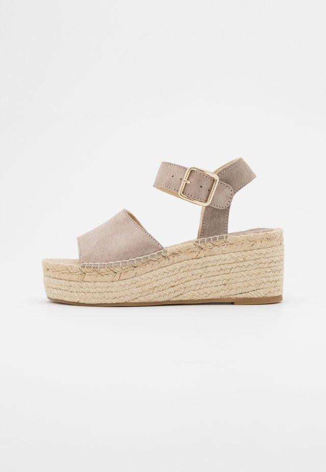 PLATFORM  - Sandalen met plateauzool - nude