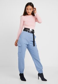 Missguided Petite - BELTED UTILITY COMBAT TROUSER - Trousers - blue - 1