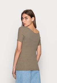 ARKET - Basic T-shirt - taupe - 2
