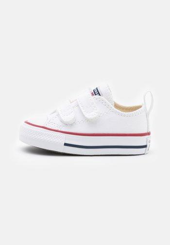 CHUCK TAYLOR ALL STAR UNISEX - Trainers - white/garnet/navy