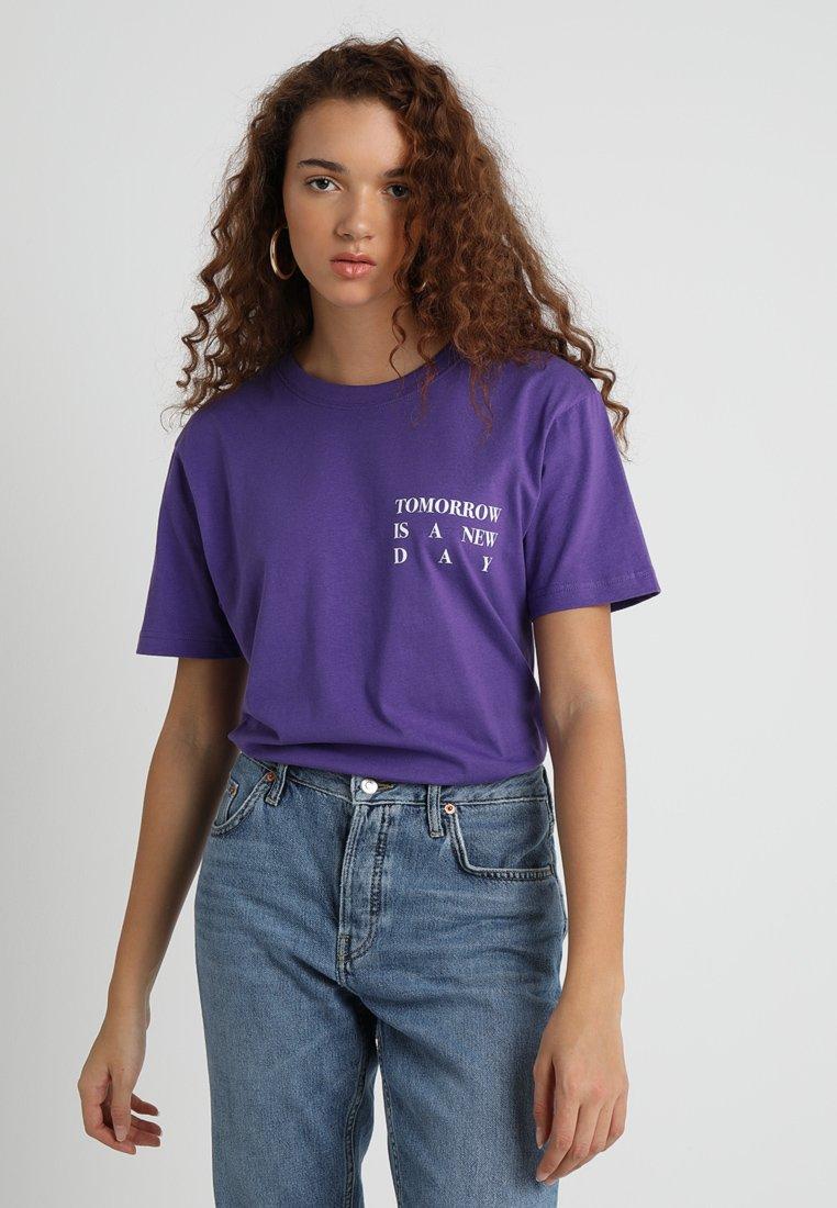Damen LADIES NEW DAY TEE - T-Shirt print