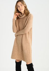 ONLY - ONLJANA COWLNECK DRESS  - Abito in maglia - indian tan - 0