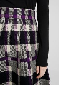 Derhy - OBERKAMPF - A-line skirt - black/purple - 5