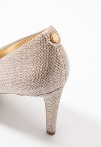 MICHAEL Michael Kors - DOROTHY FLEX  - Klassiske pumps - pale gold - 2