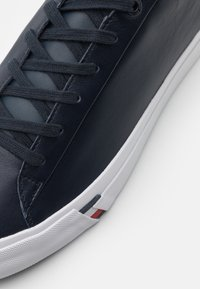 Tommy Hilfiger - CORPORATE  - Sneakers basse - desert sky - 5