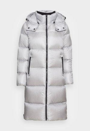 SHINY LONG PUFFER - Kabát zprachového peří - marble grey