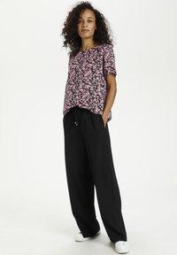 Kaffe - KAGARDANA  - Print T-shirt - candy pink / grape leaf flower - 1